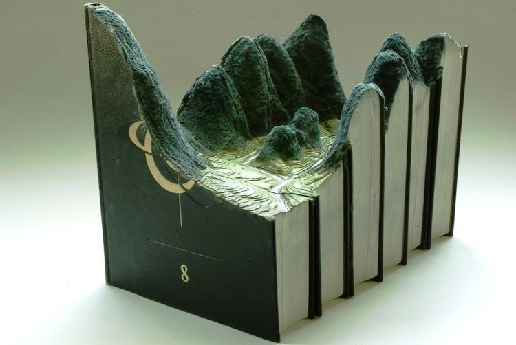 Čudne statue širom sveta - Page 12 Book-artists-guy-laramee-3