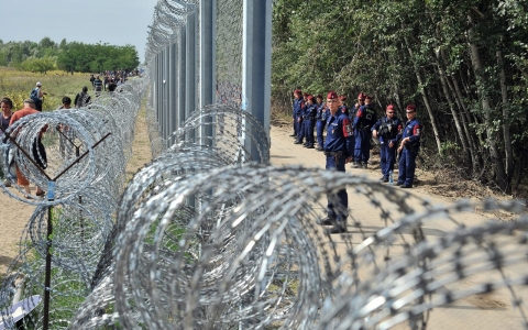 Esamir International News Network - Page 4 Image.adapt.480.low.hungary_serbian_border