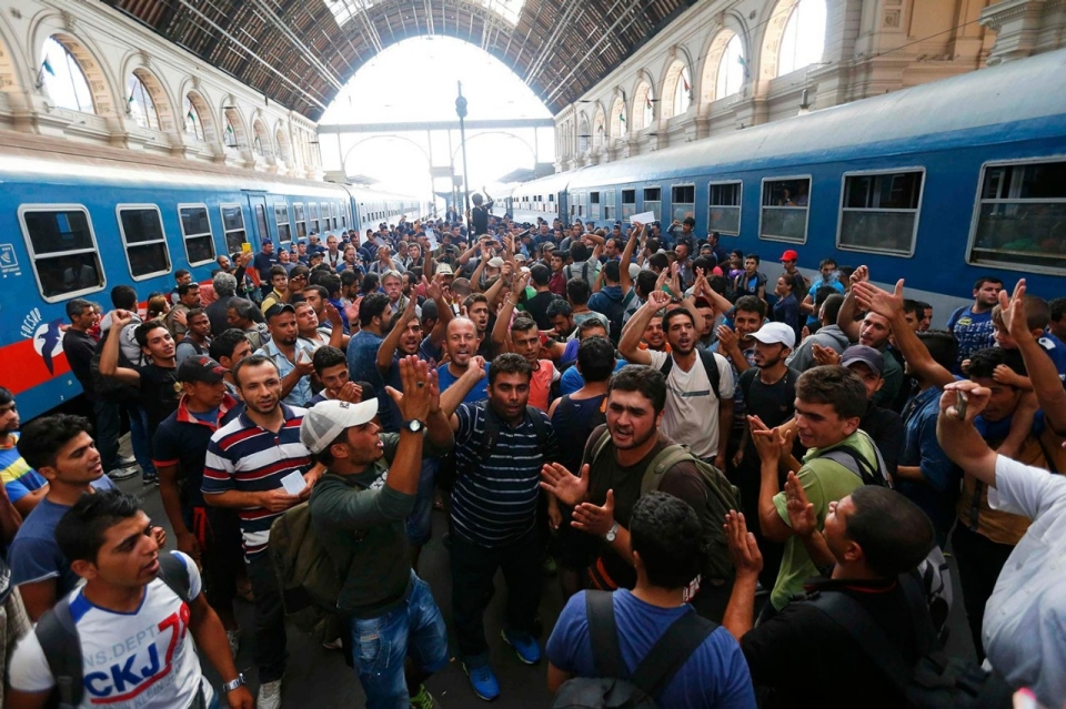 ¿Se está cumpliendo ya el Apocalipsis: Capítulo 18? Image.adapt.960.high.hungary_refugees_station_02a
