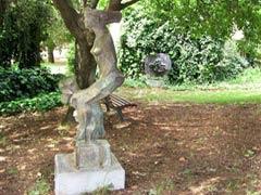 Ein Dorf in Israel lebt streng Vegan!! Sculpture_garden_1