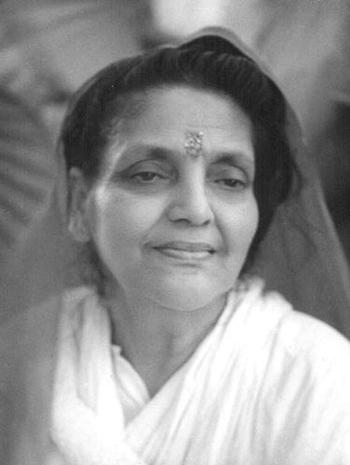 Mâ Ananda Moyî  .......La Mère Divine incarné....... Ma-Anandamayi-952