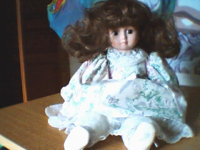 Les poupées en porcelaine... 180221