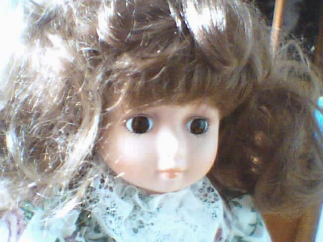 Les poupées en porcelaine... 180337