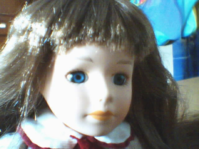Les poupées en porcelaine... 180622
