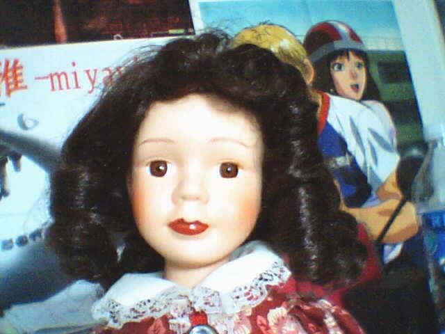 Les poupées en porcelaine... 180925