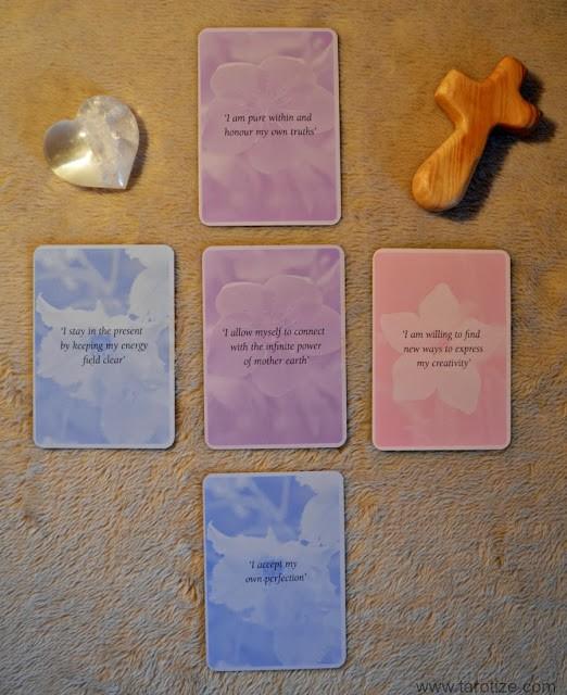 Un retorno a la propagación del Tarot Inocencia Return-to-Innocence-Flower-Oracle-and-Tarot-Reading-Keywords