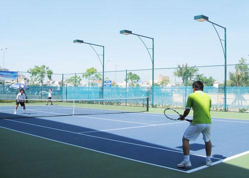 Đào tạo, dạy nghề: Dạy Tennis Quận Tân Phú 1315372236-Tennis-cach-cam-vot-11