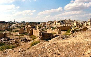 Par ordre alphabétique, des villes et des villages . - Page 6 Qatna01