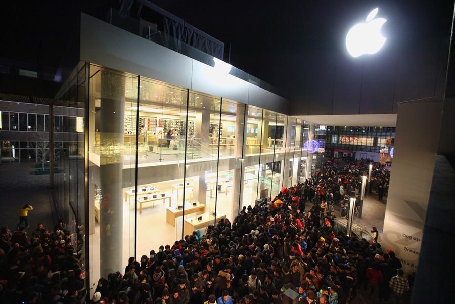 Disney Store Poupées Limited Edition 17'' (depuis 2009) - Page 3 Apple-store-queue