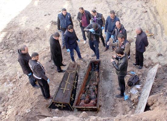 عمال أتراك يكتشفون تابوتا أثناء الحفر.. ماذا بداخله؟ (صور) Image3_42017272133