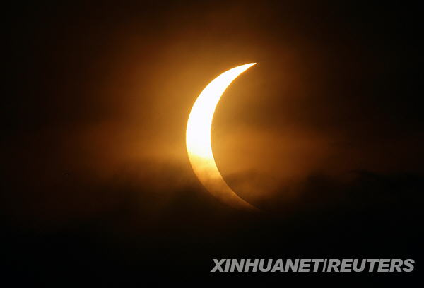 الكسوف الشمسي... F200907220957341319365673
