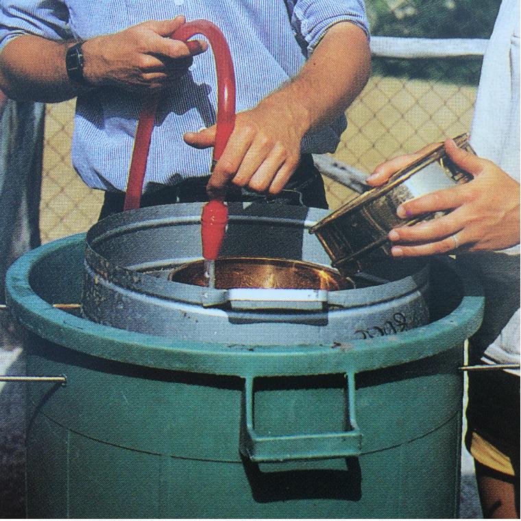كيف نبدأ بالبحث عن وجود منطقه أثريه بالصور  035-use-of-wet-sieving