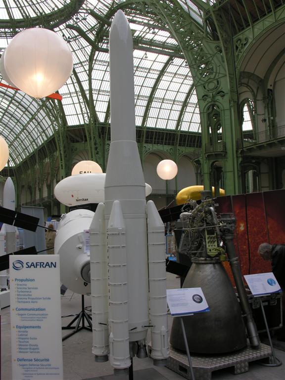 Une Ariane 5 à 4 booster ? DSCN1144%20(Large)