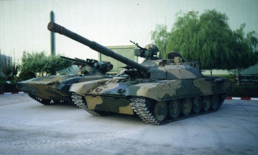 دبابات تي-72 مطورة محليا في الجزائر   T72amg_01