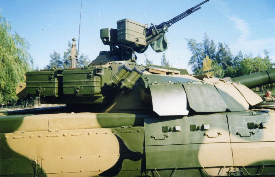 دبابات تي-72 مطورة محليا في الجزائر   T72amg_06