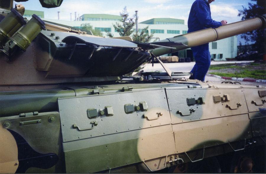 دبابات تي-72 مطورة محليا في الجزائر   T72amg_16