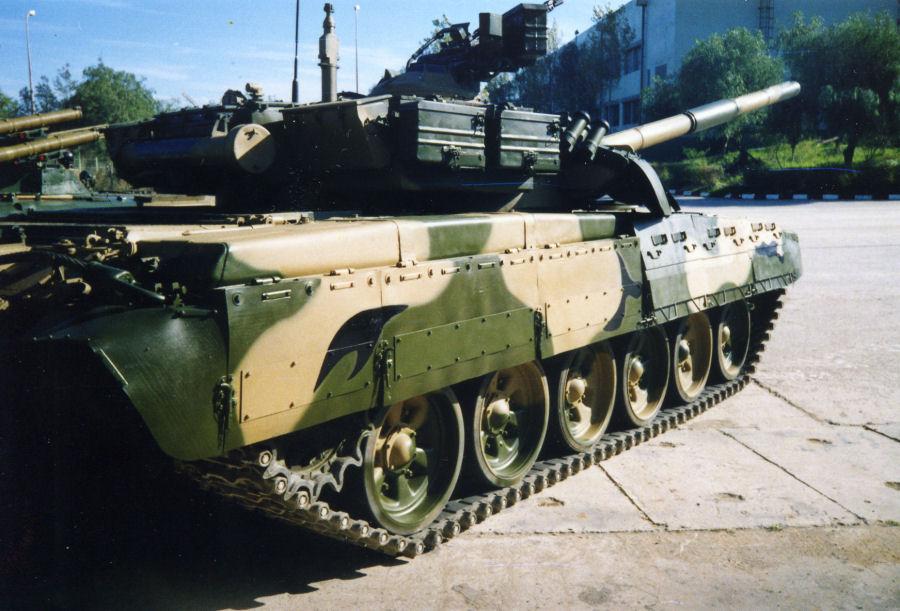 دبابات تي-72 مطورة محليا في الجزائر   T72amg_21