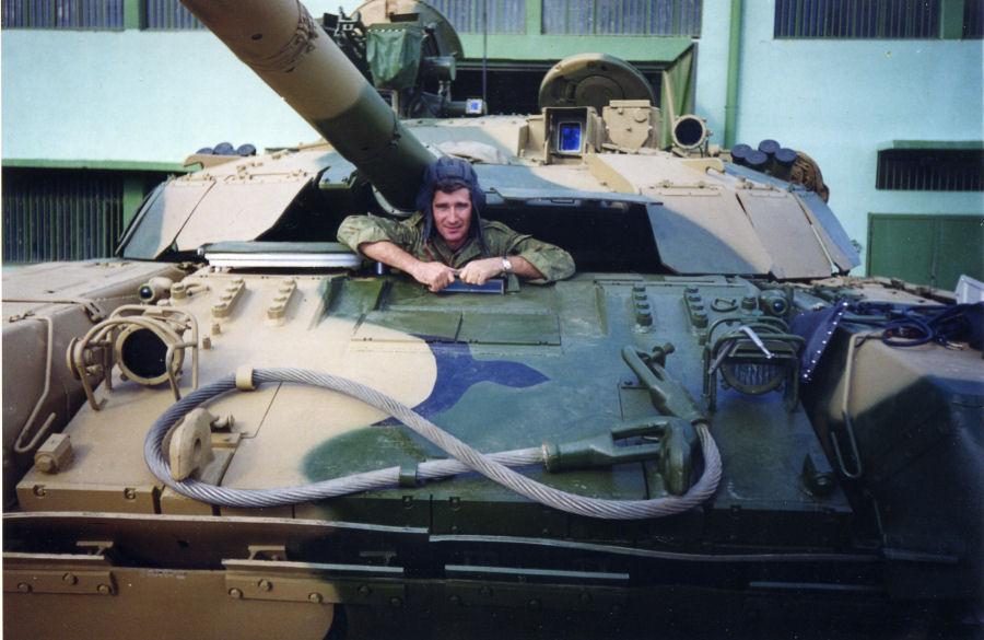 دبابات تي-72 مطورة محليا في الجزائر   T72amg_23