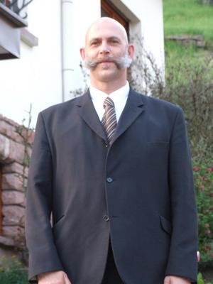 Éric Koltaï nouveau président de l'Union Nationale des Parachutistes section Val d'Argent 20100421_DNA034147