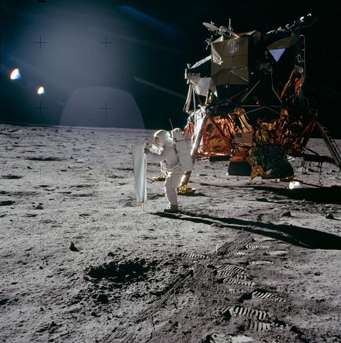 Stanley Kubrick - avoue avoir filmé le faux atterrissage d'Apollo 11 sur la lune - Confirmation Chinoise ! AS11-40-5872sitequasiofficiel