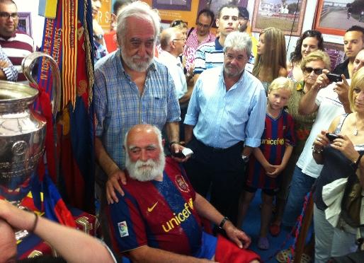 """ليس حيواناً كما يعتقدون .. ولا هو شخصيه خياليه .. ولكن هو الجد في كتالونيا """"  Avi"""