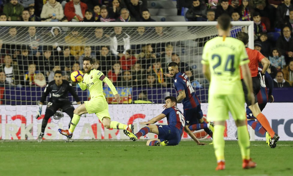 صور مباراة : ليفانتي - برشلونة 0-5 ( 16-12-2018 )  1544989648_089308_1544992519_album_grande