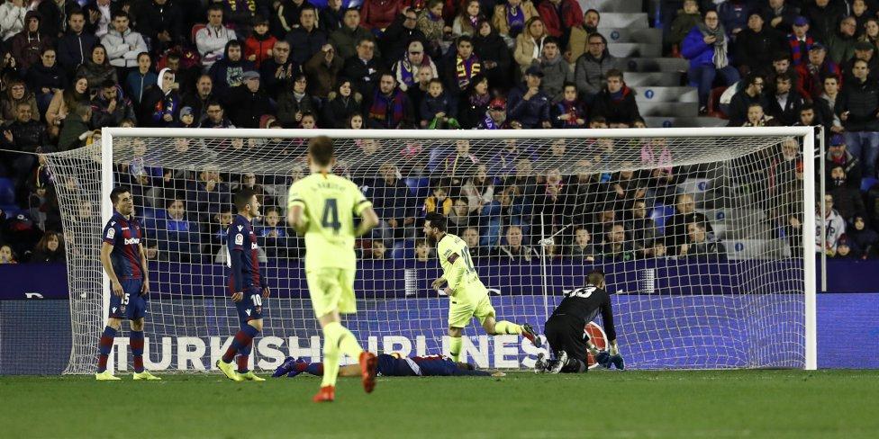 صور مباراة : ليفانتي - برشلونة 0-5 ( 16-12-2018 )  1544989648_089308_1544995290_album_grande