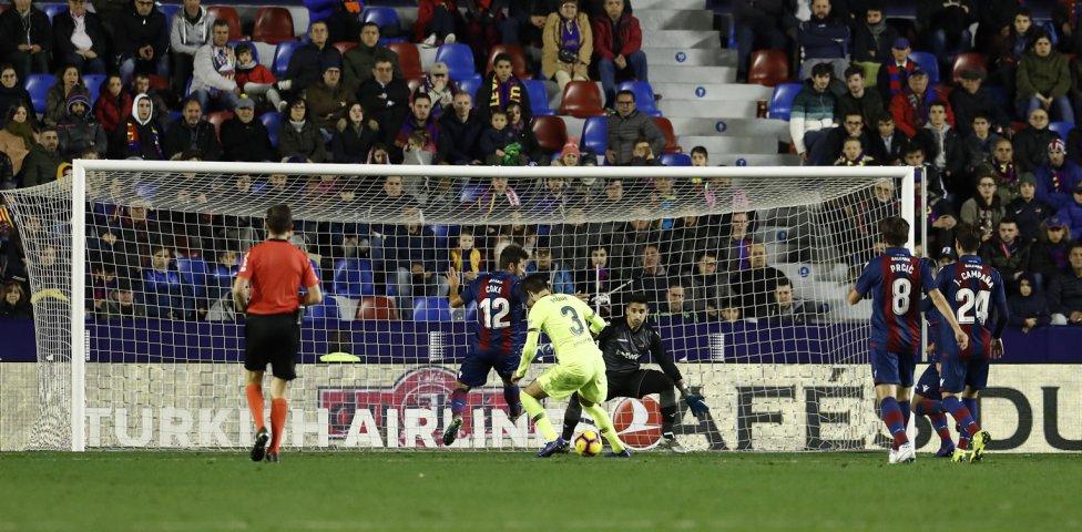صور مباراة : ليفانتي - برشلونة 0-5 ( 16-12-2018 )  1544989648_089308_1544997907_album_grande