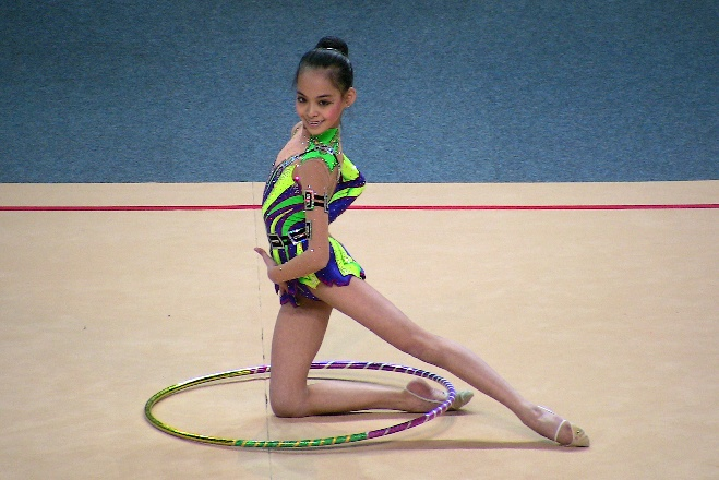 Serena Lu (USA) 20110403-CALAIS-Tournoi-Gymnastes-Pose%20(24)