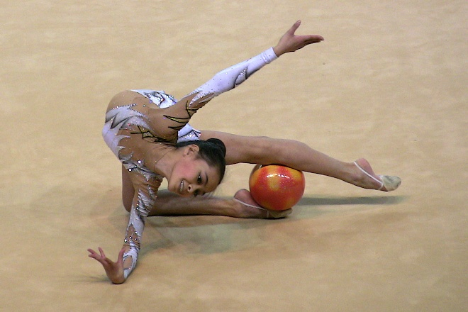 Serena Lu (USA) 20110403-CALAIS-Tournoi-Gymnastes-Pose%20(36)