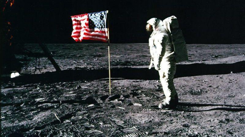 """Edwin """"Buzz"""" Aldrin. Buzz-Aldrin-OMega-House-Rio-2016-Buzz-Aldrin-Moon-final"""