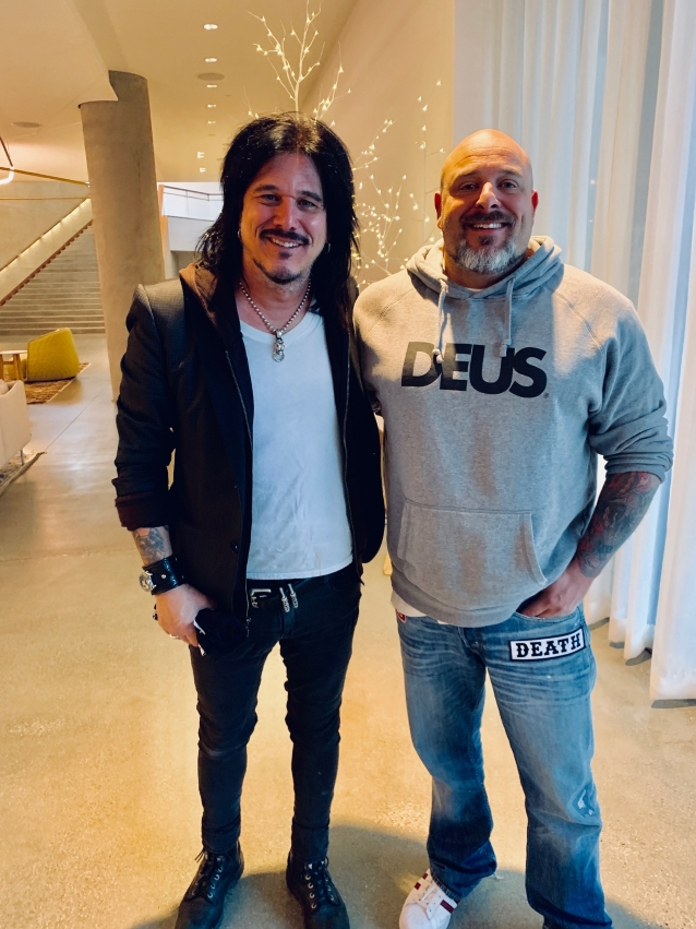 Gilby Clarke: The Gospel Truth (2020) Gilbyclarkegoldenrobothead_638