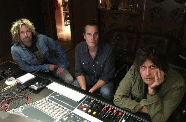 Stone Temple Pilots ya tienen cantante - Página 5 Stonetemplepilots2016bandtrio_638