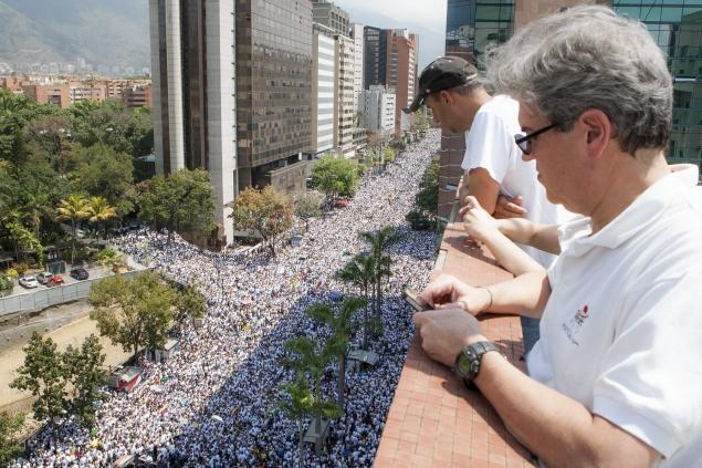 """""""Revolucion"""" au Venezuela ? - Page 3 Venezuela-protest"""