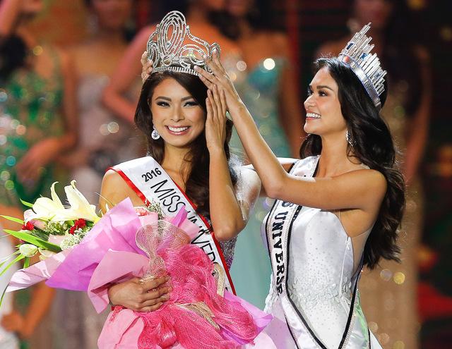 Miss Universe 2016 contestants Coronation_bb_pilipinas_maxine_medina_pia_wurtzbach-001_AE9B5CC0BFA6401A89D19AAB2FCA04B3