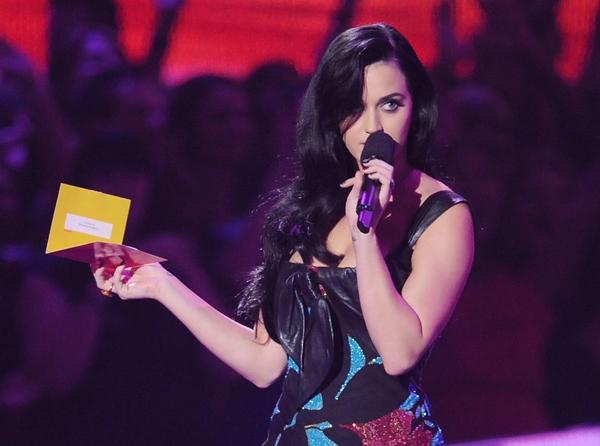 "VMA's 2012 » 1 Premio [Best Art Direction - ""Wide Awake""] - Página 6 20120907-katy-perry-600-1347022011"