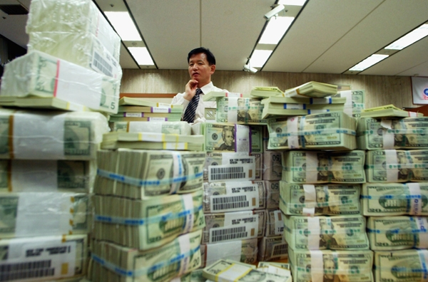 Matt Taibbi – Everything is Rigged, Vol. 9,713: This Time, It's Currencies – 14 June 2013 Banker-600-1371137525