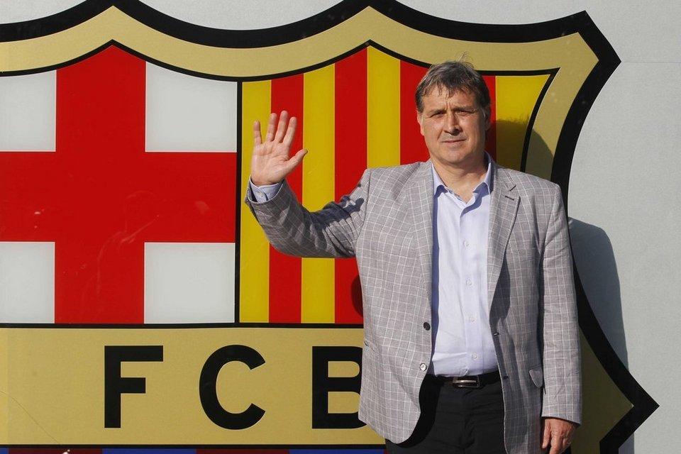 [FIFA 14] [Carrière Hakim] FC Barcelone Tata-Martino-posa-delante-de-l_54378866425_54115221152_960_640