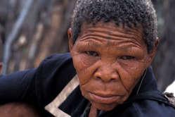 Accès à l'eau interdit aux Bushmen du Botswana BOTS-BUSH-SC-04-B7-009_news_medium