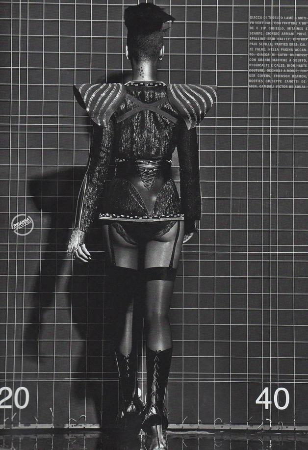 Album >> 'Unapologetic' [10] - Página 2 Rihanna-in-vogue-italy