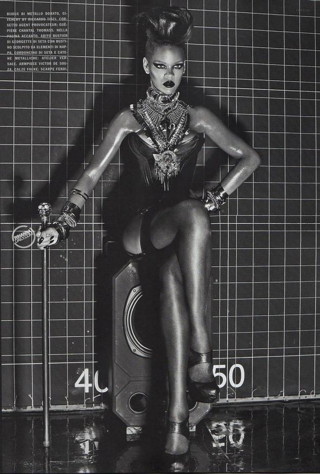 Album >> 'Unapologetic' [10] - Página 2 Rihanna-vogue-italy-pic