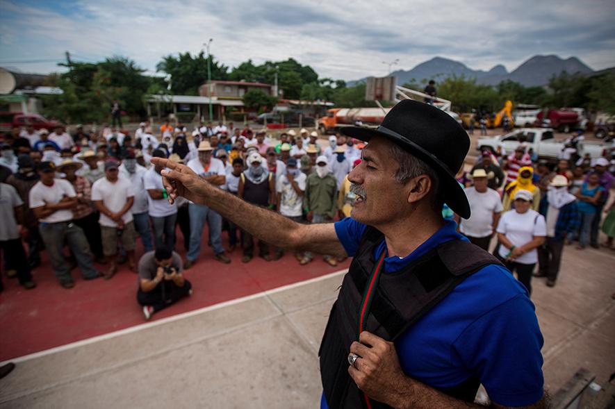 Grupos de autodefensa en Mèxico.Noticias,comentarios,fotos,videos. - Página 37 Captura%20de%20pantalla%202014-01-08%20a%20las%2013.29.38