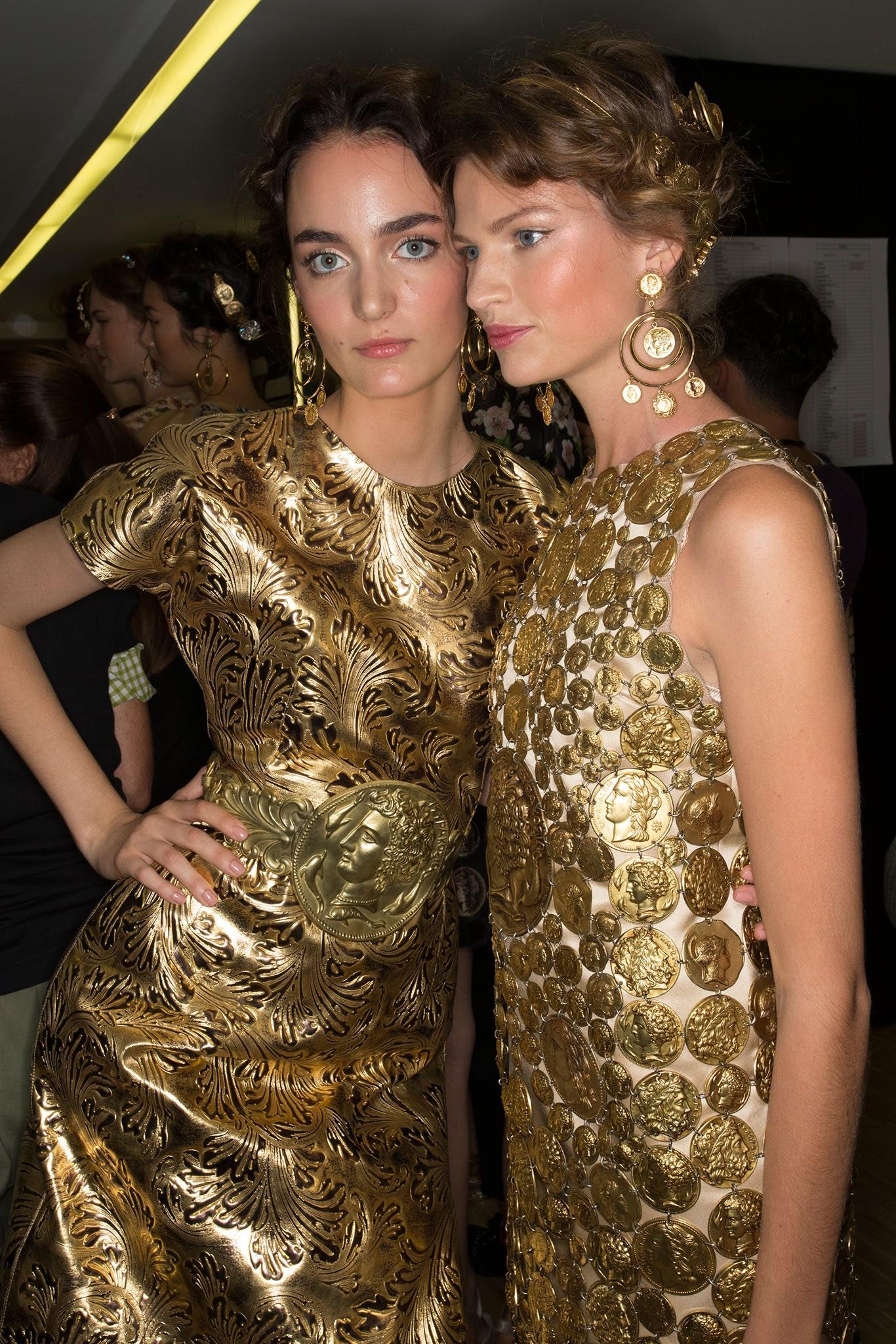 Atractivos vestidos femeninos con monedas estampadas _MIL6858.1366x2048