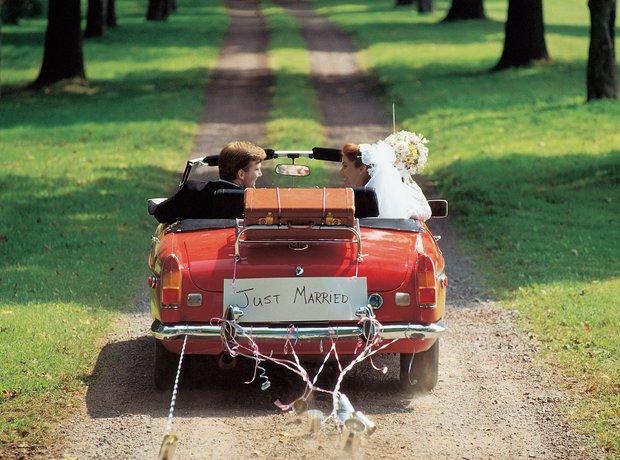 Upravo venčani Just-married-car-1343920970-view-0