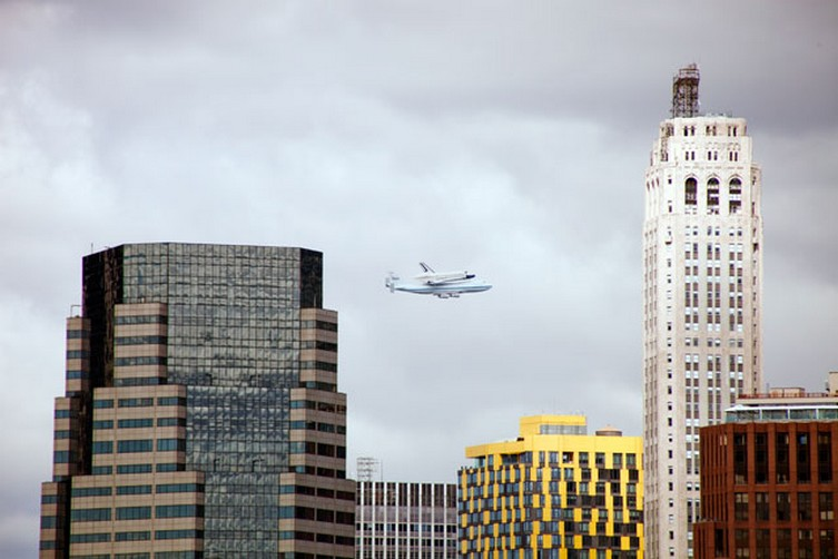 [Enterprise - OV101]: Transfert vers l'Intrepid à New York Shuttle-ny-2012