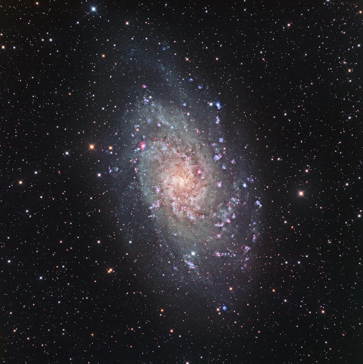M33 en LRGB-Ha-OIII au 400 F3,8 M33-1200