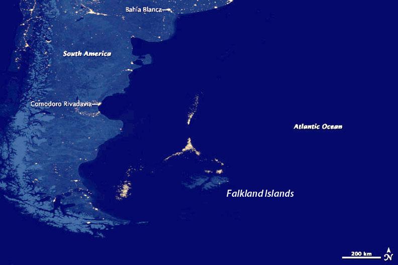 Témoignage de l'astronaute Leroy Chiao - Commandant de l'ISS en 2005 - Page 11 Falklands-night-Suomi-NPP-satellite