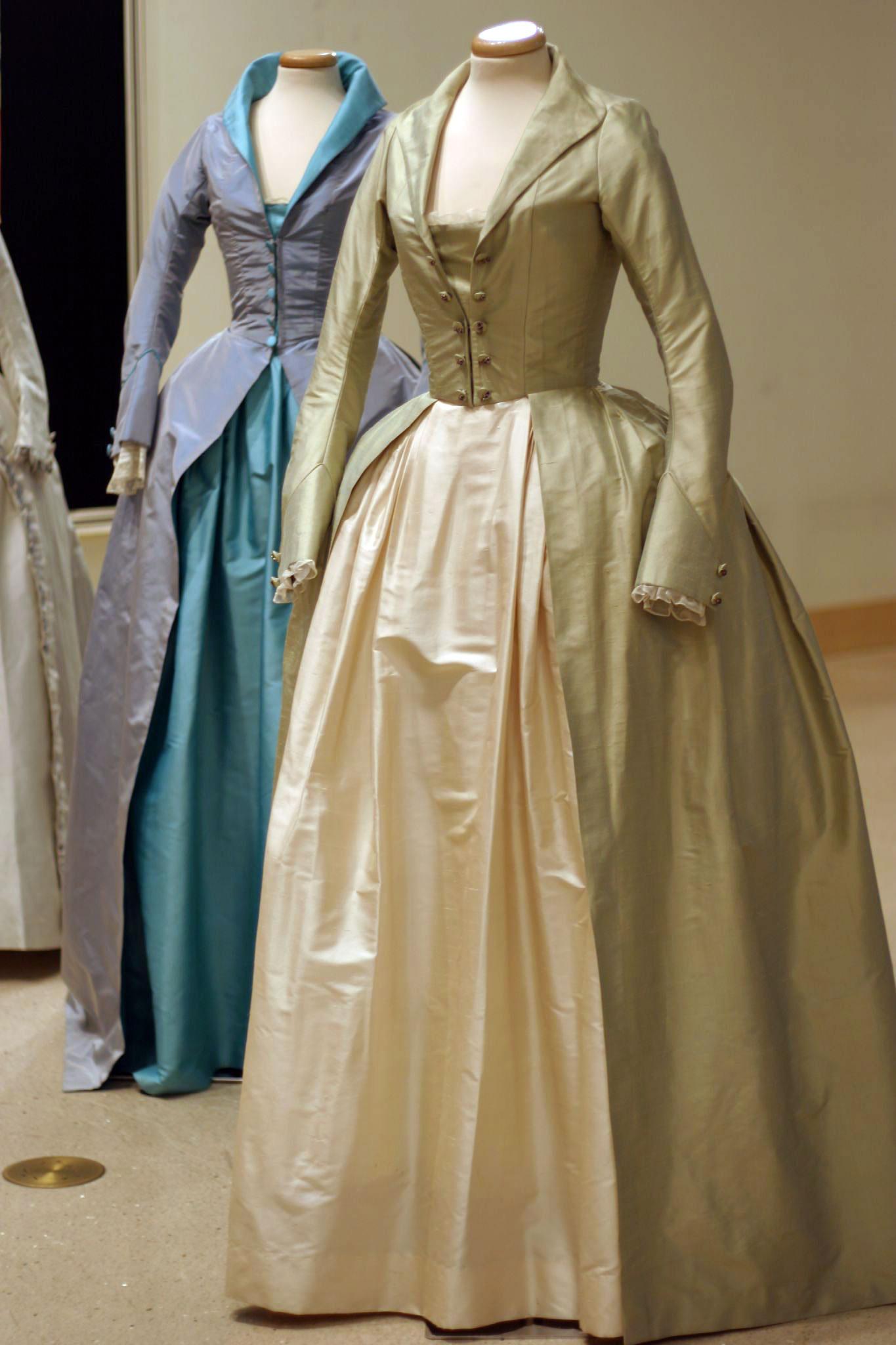 Robes du XVIIIe siècle Yve2