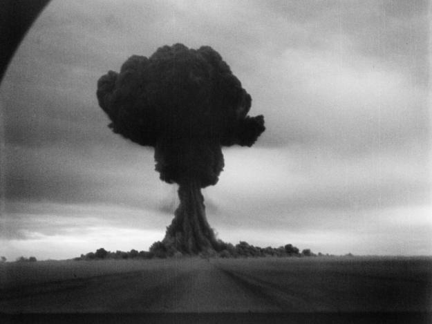 Deberia españa tener armas atomicas?? Rds1_expl