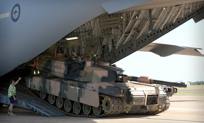 نقل دبابة ابرامز في طائرة C-17A 20120511ran8100087_010